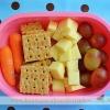 cenouras, biscoitos, queijo, uvas